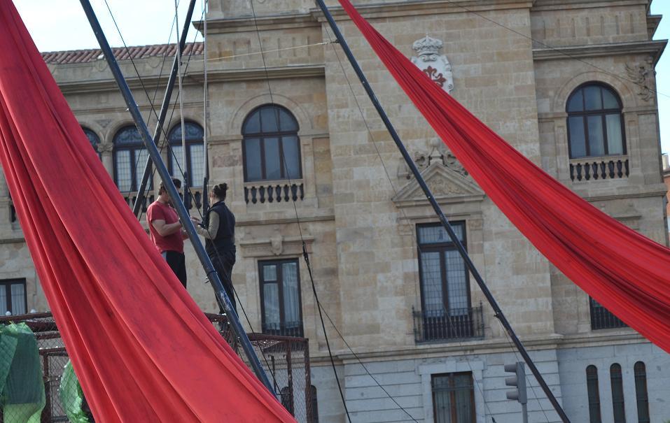 Los acróbatas ensayaron ante el público en el centro de Valladolid
