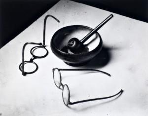 Las gafas y la pipa de Mondrian (1926)