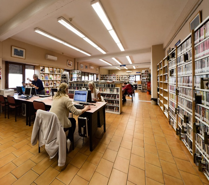 No hay imagen disponible de Plas Pajarero bibliothèque municipale