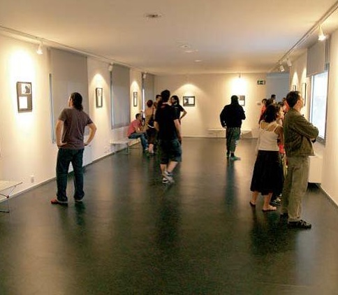 No hay imagen disponible de Exhibition hall ' Young Space'