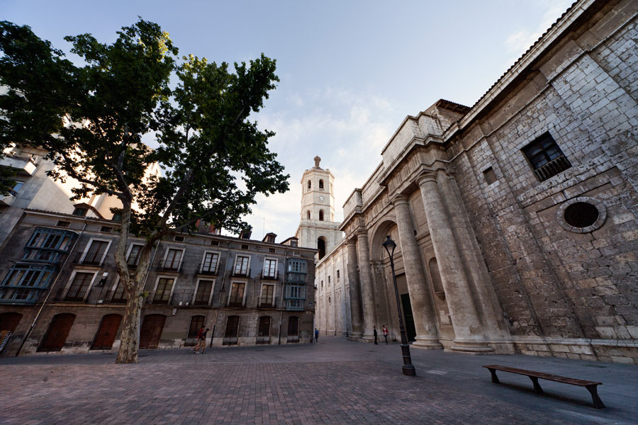 No hay imagen disponible de Portugalete and University squares